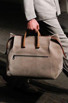 Bottega Veneta Spring 2017 Ready-to-Wear Accessories Photos - Vogue Handbags For Men, Cute Handbags, Purses And Handbags, Denim Armband, Oc Fanfiction, Old School Style, Fashion Bags, Mens Fashion, Fashion Backpack