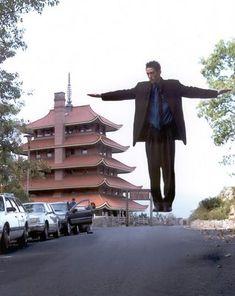 Wayne Hoffman's Levitation - http://www.moillusions.com/wayne-hoffmans-levitation/