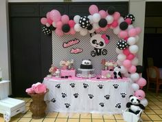 Panda Themed Party, Panda Birthday Party, 1 Year Old Birthday Party, Panda Party, Hello Kitty Birthday, Panda Decorations, Balloon Decorations, Panda Baby Showers, Deco Ballon