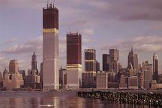 Lo que paso el 9/11 fue una tragedia que afecto el curso de la historia no solo de Estados Unidos, de todo el mundo. Para conmemorar esta terrible fecha, prefiero mostrarles unos interesantes videos de la construcción del World Trade Center diseñado por Minoru Yamasaki en en los 60's.