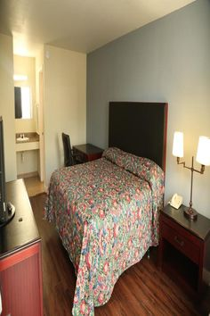 Located in Charlotte, within miles of Shoppes at University Place and 5 miles of Mint Museum of Craft Design, Economy Inn - Charlotte has. University Place, Beautiful Hotels, Performing Arts, At The Hotel, Smoking Room, Free Wifi, Design Crafts, Front Desk, Spectrum