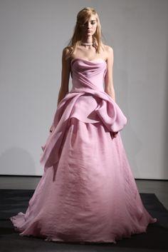 Vera Wang Bridal Fall 2014 - this one is a nod to Oscar de la Renta