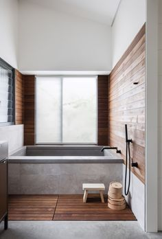A Japanese-inspired bathroom in rural New South Wales-- This Japanese inspired bathroom at a home in Orange features a timber slatted floor designed as washing space before bathing. Bathroom Styling, Bathroom Interior Design, Interior Ideas, Timber Feature Wall, Japanese Style Bathroom, Japanese Bathtub, Design Rustique, Timber Slats, Minimal Bathroom
