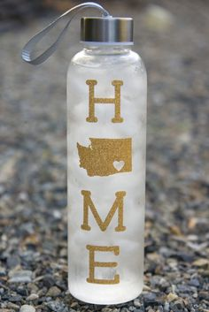 Water Bottle Crafts, Glass Water Bottle, Silhouette Blog, Silhouette Design, Water Intake Tracker, Craft Iron, Personalized Water Bottles, Design Your Home, Rubbing Alcohol