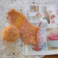 Neulomista, neuleohjeita ja muita kädentaitoja käsittelevä blogi.