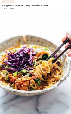 Bangkok Coconut Curry Noodle Bowls - A healthy easy recipe loaded with coconut curry flavor. Vegetarian easily made vegan! Bangkok Coconut Curry Noodle Bowls - A healthy easy recipe loaded with coconut curry flavor. Vegetarian easily made vegan! Curry Noodles, Curry Ramen, Ramen Soup, Shirataki Noodles, Veggie Noodles, Asian Noodles, Soba Noodles, Healthy Rice Noodles, Shrimp Rice Noodles