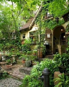 Garden Design Ideas To Make The Best Of Your Outdoor Space - jihanshanum - garden landscaping Amazing Gardens, Beautiful Gardens, Beautiful Homes, Cottage In The Woods, Cottage Style, Creative Landscape, Landscape Designs, Garden Cottage, Front Yard Landscaping