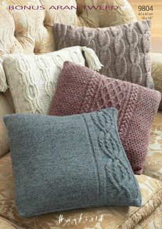 Pillow Cases in Hayfield Bonus Aran Tweed with Wool - Discover more Patter. Pillow Cases in Hayfield Bonus Aran Tweed with Wool - Discover more Patterns by Hayfield at LoveKnitting. The worl. Knitted Cushion Covers, Knitted Cushions, Knitted Blankets, Knitted Cushion Pattern, Crochet Home, Knit Crochet, Knitting Patterns, Crochet Patterns, Knitting Ideas