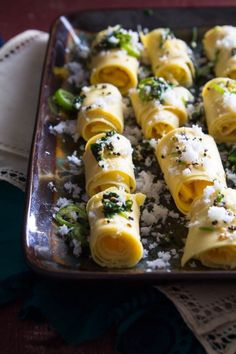 Spicy Garbanzo Bean Flour Rolls (Khandvi) recipe