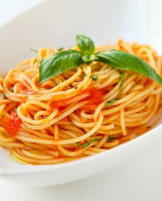 Low FODMAP Recipe and Gluten Free Recipe - Tomato and Basil Sauce   http://www.ibssano.com/low_fodmap_recipe_tomato_basil.html