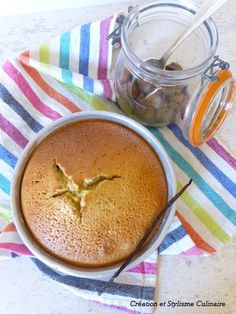 Un savoureux gâteau sans gluten et sans beurre, remplacé ici par de la compote de pommes.