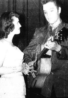 Elvis in Amarillo ( Texas ) in april 13 1956,here with a fans.