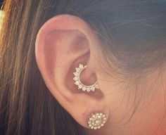 New Ideas for piercing ear daith peircings Piercing No Lóbulo, Daith Piercing Jewelry, Daith Earrings, Cute Piercings, Body Piercings, Piercing Tattoo, Diath Piercing, Cartilage Piercings, Daith Piercing Migraine