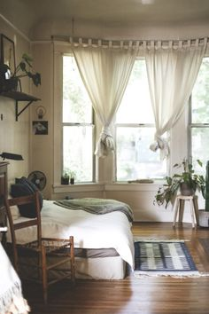 I would love to have windows like that and feel the warm summer breezes or fall air
