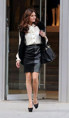olivia-palermo-street-style-icon-leopard-dress-skirt-white-shirt-leather-20.jpg 599×1,024 pixels