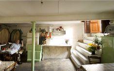 Αγαπημένα στέκια με ατμόσφαιρα παλιάς Αθήνας και νόστιμες γεύσεις Alcove, Loft, Bathroom, Bed, Furniture, Home Decor, Washroom, Decoration Home, Stream Bed