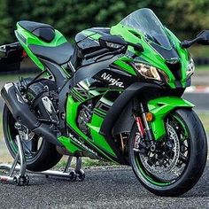 The fast life Kawasaki ZX 10 Kawasaki Motorcycles, Cool Motorcycles, Moto Bike, Motorcycle Bike, Motocross, Moto Design, Vespa Scooter, Zx 10r, Sportbikes