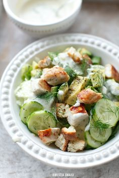 Chicken, Avocado and Cucumber Salad in a sauce of gorgonzola with walnuts, croutons and dill ¦ Kwestia Smaku I Love Food, Good Food, Yummy Food, Tasty, Healthy Salads, Healthy Eating, Healthy Recipes, Soup And Salad, Salad Recipes