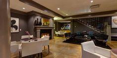 Panoramic view of lounge at Kensington Riverside Inn (Calgary).