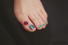 Toe tattoos - 73 Cute and Inspirational Small Tattoos With Meanings – Toe tattoos Toe Tattoos, Mini Tattoos, Cute Small Tattoos, Tattoos For Women Small, Trendy Tattoos, Finger Tattoos, Black Tattoos, Lady Bug Tattoo, Ladybird Tattoo