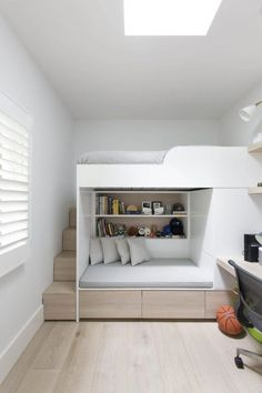 33 Awesome Modern Small Bedroom Design And Decor Ideas - It used to be very diff. 33 Awesome Modern Small Bedroom Design And Decor Ideas – It used to be very difficult to get a de Bunk Bed Designs, Small Bedroom Designs, Small Room Design, Room Design Bedroom, Small Room Bedroom, Bedroom Decor, Bedroom Interiors, Master Bedroom, Dorm Room