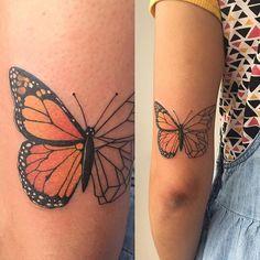 Muito grata em ter a oportunidade de fazer uma  homenagem tão especial como essa.  #tattoo #tatuagem #borboleta #buterfly #buterflytattoo #homenagem #tattoo2me #tonoinsptattoos #galeriatattoo