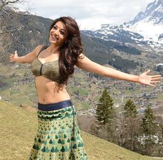 goregous nature backdrop. Raunchy Kajal from south movie.
