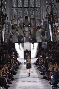 - Mirror Designs - The Best Fashion Show Sets Of All Time Mulberry's show took place in London's Guildhall, made surrea. Runway Fashion, Fashion Show, Catwalk Design, Jardin Des Tuileries, Prairie House, Bbq, Amusement Park Rides, Boutique Interior, London Places