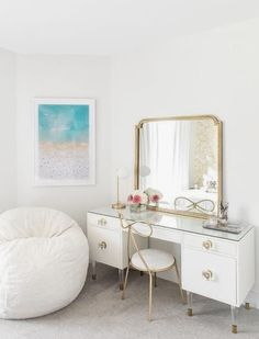 11 Stunning Home Offices With Feminine Desks. Big pretty work spaces that appeal to people looking for pretty desks. Rustic Furniture, Bedroom Furniture, Bedroom Decor, White Furniture, Office Furniture, Kids Bedroom, Bedroom Ideas, Master Bedroom, Furniture Design