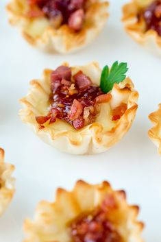 """How to make the easiest brie appetizer with phyllo cups, baked brie, fig jam, and topped with crispy proscuitto for the ultimate """"easy appetizer""""! Brie Appetizer, Fall Appetizers, Easiest Appetizers, Appetizer Ideas, Appetizer Recipes, Dinner Recipes, Party Food For Adults, Phyllo Cups, Brie Bites"""