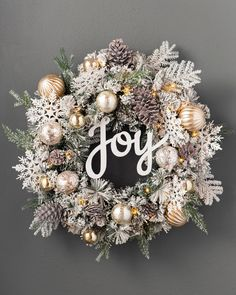 Artificial Christmas Wreaths, Holiday Wreaths, White Christmas Wreaths, Rustic Christmas, Christmas Ornament Wreath, Winter Wreaths, Elegant Christmas, Primitive Christmas, Rose Gold Christmas Decorations