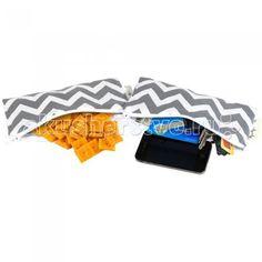 Itzy Ritzy Комплект сумочек для снеков Snack Happens Mini 2 шт.  — 850р.   Две мини-сумочки ланч боксы для перекусов Itzy Ritzy  • Продается набором из двух сумочек ланч боксов одинаковой расцветки • Рекомендовано FDA (Управление по санитарному надзору за качеством пищевых продуктов и медикаментов), не содержит свинца, ПВХ, бисфенола А • Размер 17.9х9 см  • Машинная стирка с вещами аналогичной расцветки, не отбеливать, сушить в подвешенном виде • Внешняя ткань – 100% хлопок • Застегивается…