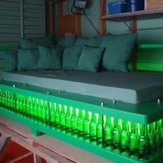 The dream of many men - a bed of beer bottles! It has only a small hook, the bottles are empty! The New Zealand Cabinet makers Steve sandvoss has this built from 318 bottles and deposited it even with green light! Follow me on.fb.me/Po8uIh