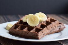 Ik maakte heerlijke gezonde chocolade pindakaas wafels met banaan en havermout. Zo lekker en met gezonde ingrediënten. Low FODMAP, glutenvrij & lactosevrij.