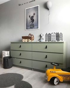 How to hack the Ikea Malm dresser ? Looking for some great ideas to upgrade your Ikea Malm dresser ? Today, we'd like to share with you 12 DIY … Ikea Hack Bedroom, Ikea Nursery, Nursery Rugs, Nursery Ideas, Playroom Ideas, Ikea Hacks, Hacks Diy, Ikea Stolmen, Ikea Malm Dresser