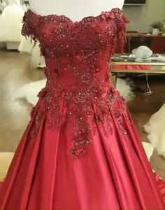 400 + colorful wedding gowns online for brides who want to try non-traditional wedding themes ! whether you like black or burgundy or royal blue or blush pink or ombre ,alinanova is committed to offer the colored wedding dress you would like to try !