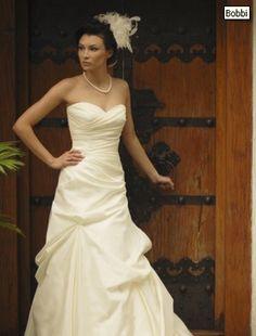 Augusta Jones A-Line Wedding Dress with Sweetheart Neckline and Natural Waist Waistline ... love the top!!