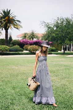 Gingham maxi dress (little blonde book) summer moda, elbisel Summer Outfits, Cute Outfits, Moda Outfits, Summer Ootd, Long Summer Dresses, Dress Summer, Boutique Fashion, Maxi Robes, Maxi Dresses