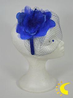 Tocado de Ceremonia en color azul klein con flor en tela. | Janaina complementos Sl.