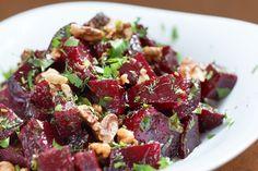 Salade tiède de betteraves avec poires, salsa aux olives et pacanes confites - Thermador