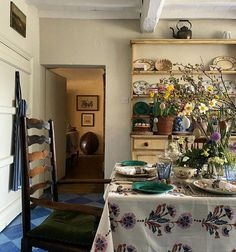Manor Farm, English Country Decor, Granny Chic, Simple Pleasures, Interior Design Inspiration, Cottage Style, Interior And Exterior, Vintage Rugs, Most Beautiful