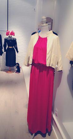 Vestido rojo y Bomber dorada Vía Barbárani . Verano 2013