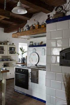To je super! Dutch Kitchen, Rustic Kitchen, Country Kitchen, New Kitchen, Shabby Chic Interiors, Cottage Interiors, Kitchen Colors, Kitchen Design, Old Stove
