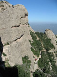Montserrat Barcelona Tours {Sightseeing guided tours in Barcelona Barcelona Day Trips, Barcelona Tours, Tour Guide, Mount Rushmore, Spain, Mountains, Group, Water, Travel