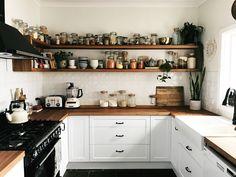 Boho Kitchen, New Kitchen, Kitchen Dining, Kitchen Decor, Style Deco, Home Decor Inspiration, Kitchen Interior, Home Kitchens, Kitchen Remodel