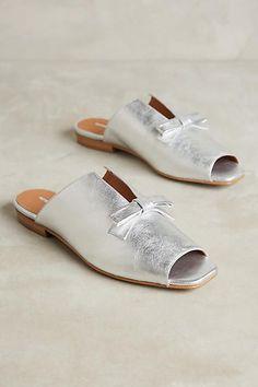 Mules Shoes, Women's Shoes Sandals, Shoe Boots, Flat Sandals, Flat Shoes, Shoes Sneakers, Shoe Wardrobe, Outfit Trends, Pretty Shoes