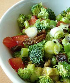 Corculum foodblog: PF2016 | RAW brokolicový salát s rozinkami Cobb Salad, Fit