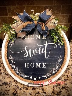 Pizza pan, placemat, rope and bow. Fall Crafts, Home Crafts, Christmas Crafts, Diy Crafts, Summer Crafts, Dollar Tree Decor, Dollar Tree Crafts, Sweet Home, Diy Projects To Try