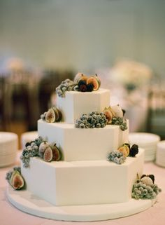Can you handle how insanely GORGEOUS these wedding cakes are? The rich vibrant fruits against the …