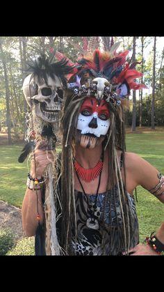 Voodoo Doll Halloween Costume, Witch Doctor Costume, Voodoo Party, Halloween Makeup, Diy Halloween Decorations, Halloween Themes, Halloween 2019, Fall Halloween, Voodoo Priestess Costume